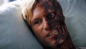 Eckhart als Two-Face in 'The Dark Knight' (2008) © Warner