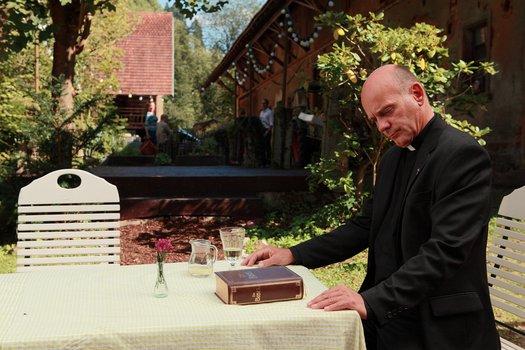Die Kirche bleibt im Dorf