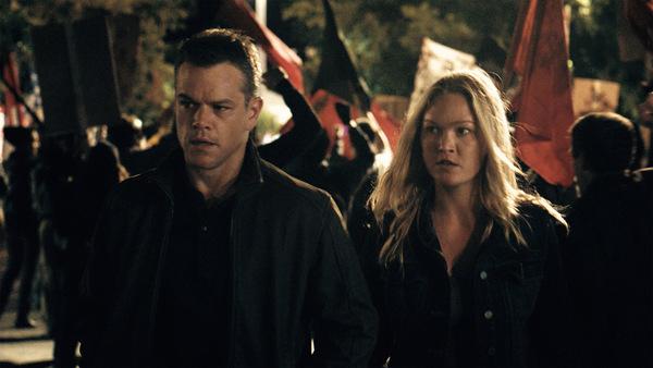 Matt Damon und Julia Stiles in 'Jason Bourne'