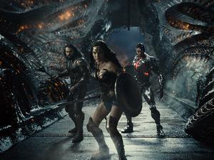 Jason Momoa, Gal Gadot und Ray Fisher in 'Zack Snyder's Justice League' © Warner Bros.