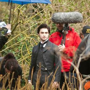 Daniel Radcliffe als Arthur Kipps am Set von 'The Woman in Black - Die Frau in Schwarz' (c) Concorde