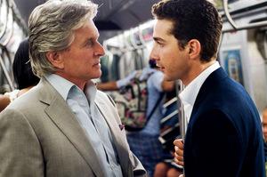 Gordon Gekko erneut als Mentor, mit Jungaktionär Jake Moore (Shia LaBeouf).