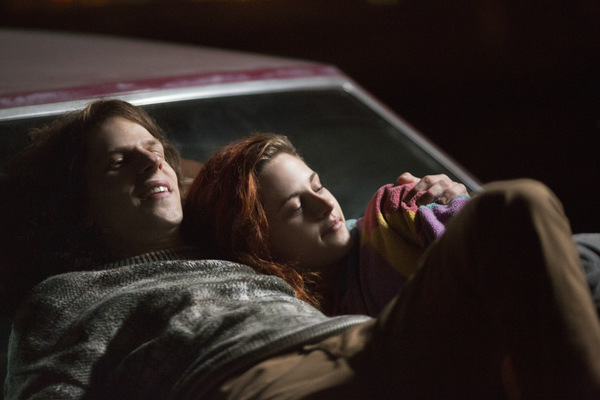 Jesse Eisenberg und Kristen Stewart