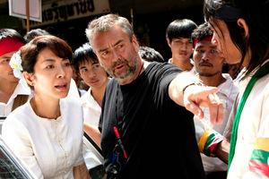 Luc Besson gibt Michelle Yeoh Regieanweisungen