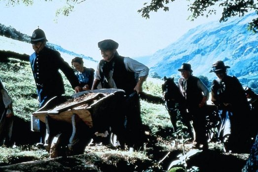 Der Engländer, der auf einen Hügel stieg und von einem Berg herunterkam