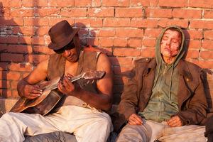 Tony Todd und Xavier Samuel in 'Frankenstein - Das Experiment'