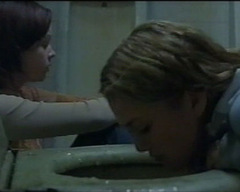 2001: Keira Knightley & Thora Birch in 'The Hole'
