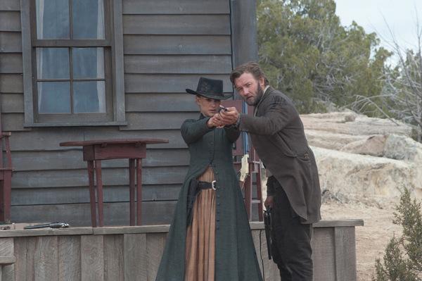 Natalie Portman und Joel Edgerton in 'Jane Got a Gun'