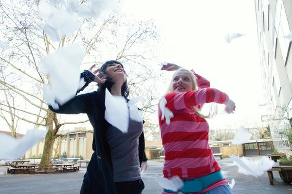 Sarah Horváth und Jella Haase  in 'Lollipop Monster' (2011) © Salzgeber