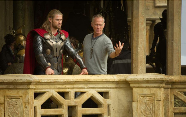 Regisseur Alan Taylor beim 'Thor 2' Dreh © Marvel 2013