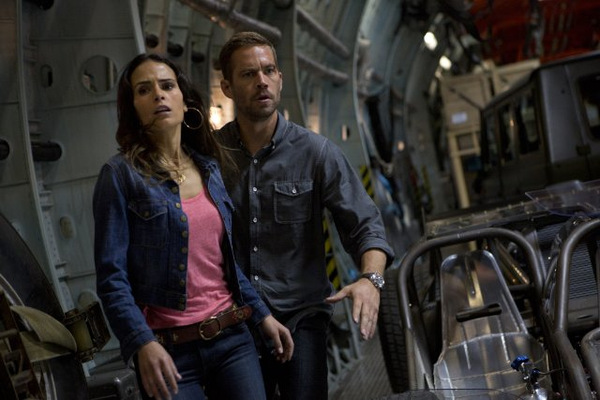 Jordana Brewster und Walker 'Fast & Furious 6' © Universal 2013