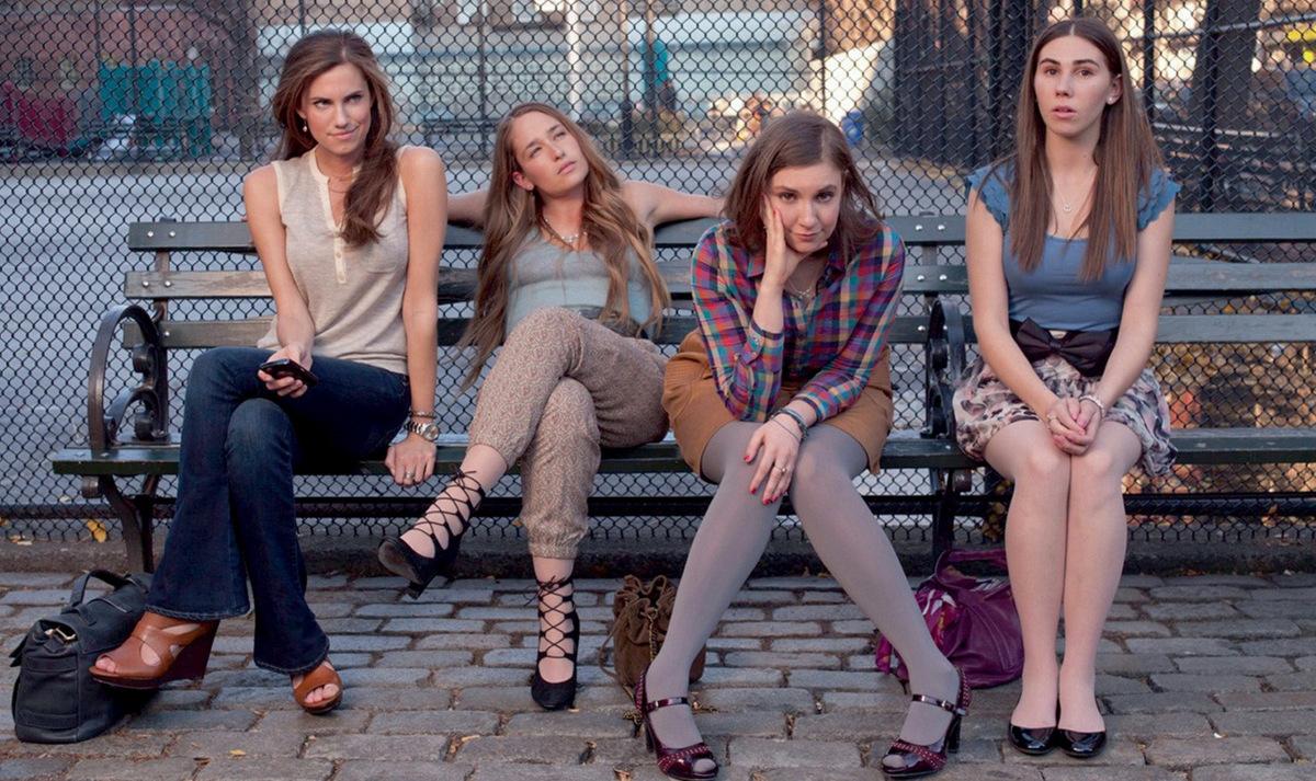 Von links: Allison Williams,  Jemima Kirke, Lena Dunham und Zosia Mamet in 'Girls - Staffel 1' (USA 2012) © HBO