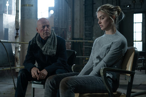 Bruce Willis und Lala Kent in 'Hard Kill' (USA 2020) © EuroVideo