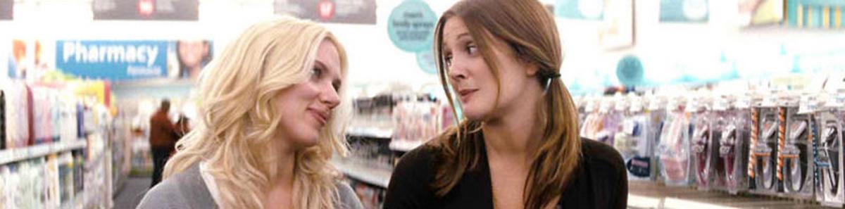 """Scarlett Johansson 2009 mit Drew Barrymore in """"Er steht einfach nicht auf Dich"""""""