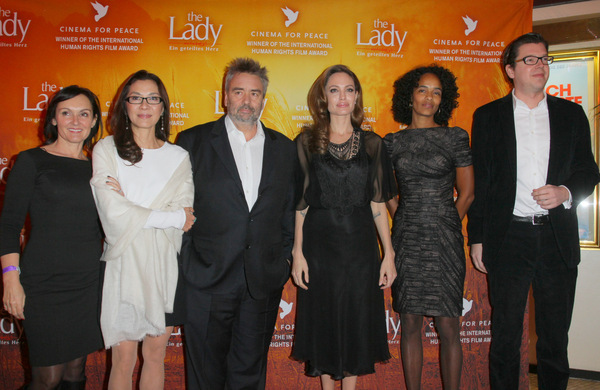 v.l.: Jasna Vavra (Universum), Michelle Yeoh, Luc Besson, Angelina Jolie, Virginie Besson-Silla, Bernhard zu Castell (Geschäftsführer Universum)