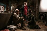 Regisseur Guillermo del Toro mit seinen Darstellern Richard Jenkins und Sally Hawkins © Fox