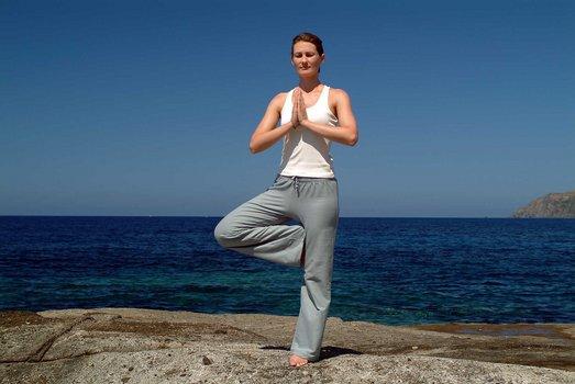 yoga mit ralf bauer dvd oder blu ray leihen. Black Bedroom Furniture Sets. Home Design Ideas