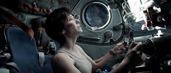Anziehend: Sandra Bullock ohne Raumanzug © Warner Bros.