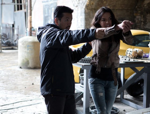 Lin und Michelle Rodriguez beim Dreh zu 'Fast & Furious 6' © Universal 2013