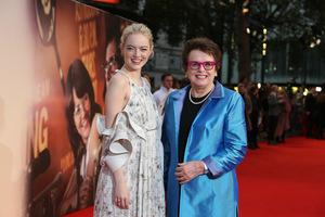 ...Emma Stone und die echte Billie Jean King...