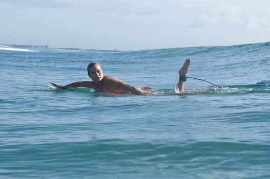 Alien Surfgirls - Staffel 1