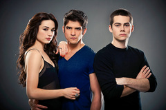 Dylan O' Brien (rechts) in 'Teen Wolf - Staffel 1'