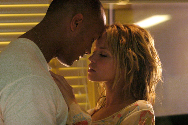 Dwayne Johnson und Ashley Scott in 'Walking Tall' © MGM 2003