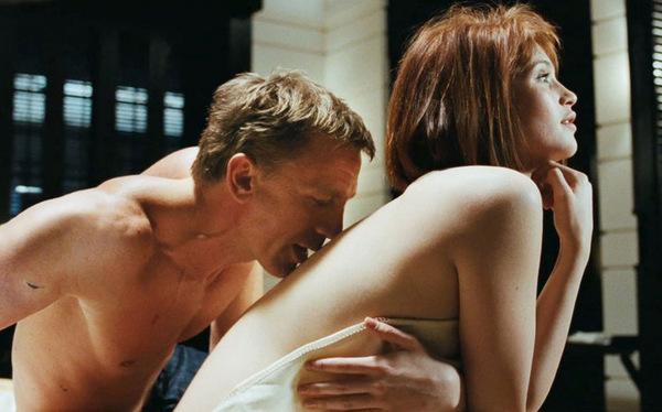 mit Daniel Craig in 'James Bond 007 - Ein Quantum Trost' (2008) © 20th Century Fox