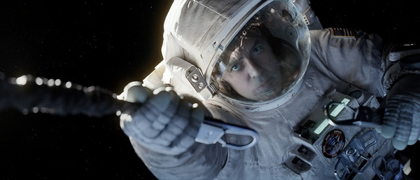 'Gravity': George Clooney im All und im Kino © Warner Bros.