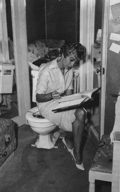 Janet Leigh in einer Drehpause zu 'Psycho' (1960)