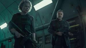 Einsame Spitze: Linda Hamilton und Arnold Schwarzenegger in 'Terminator 6 - Dark Fate' © 20th Century Fox