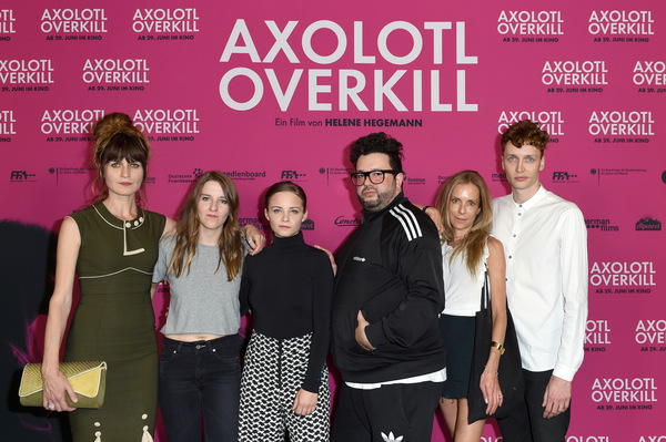 Das Team um 'Axolotl Overkill' auf der Premiere in Berlin