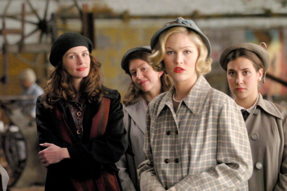 Julia Roberts, Julia Stiles, Daisy Baldwin und Annika Marks in 'Mona Lisas Lächeln' 2003 © Sony Pictures