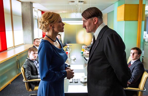 Katja Riemann und Oliver Masucci in 'Er ist wieder da'