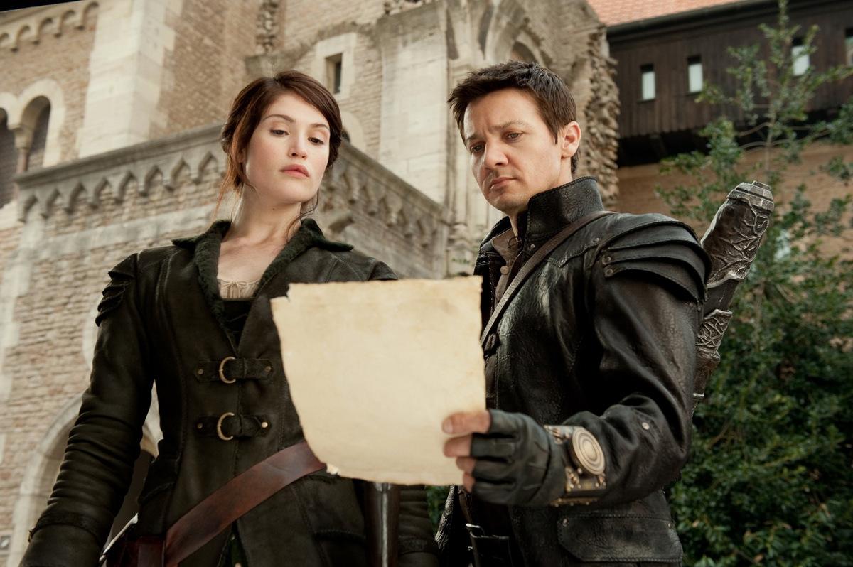 Gemma Arterton und Jeremy Renner in 'Hänsel und Gretel - Hexenjäger' © Paramount Pictures 2013