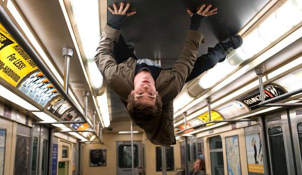 Die Welt steht Kopf: Andrew Garfield als 'Spider-Man' Peter Parker © Sony Pictures Home Entertainment