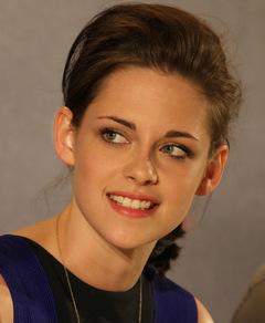Darstellerin Kristen Stewart freut sich auf der deutschen Pressekonferenz über den Erfolg