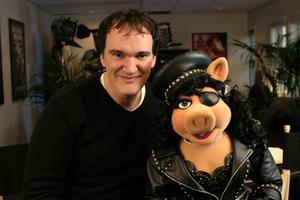 Kermins Regisseur und sein Star Miss Piggy in Muppets 'Zauberer von Oz' © Disney Studios